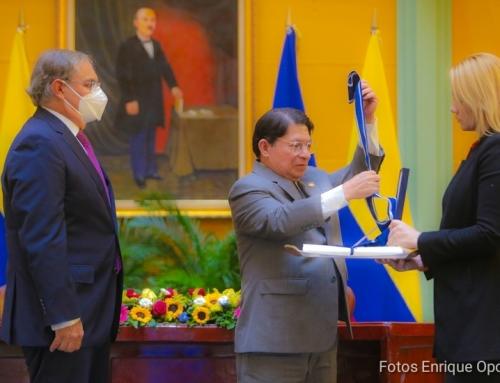 Condecoran a embajador de Colombia en Nicaragua con la orden José de Marcoleta